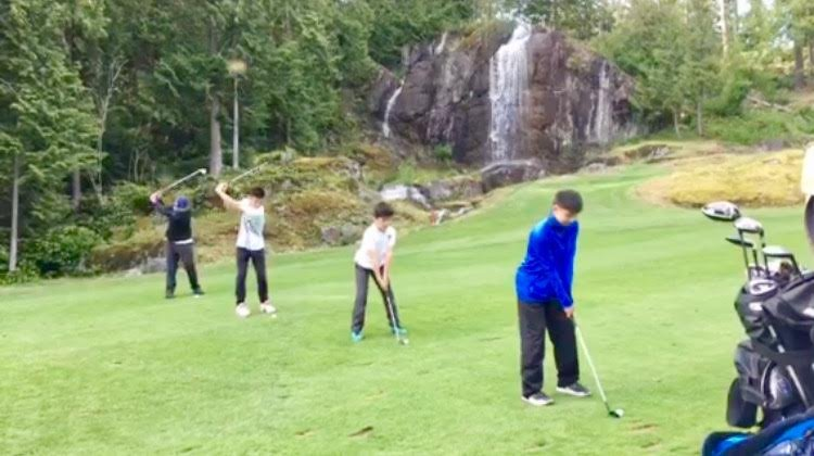 Vancouver group junior golf lesson on course